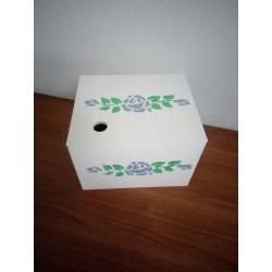 Boîte fait-main en bois peint
